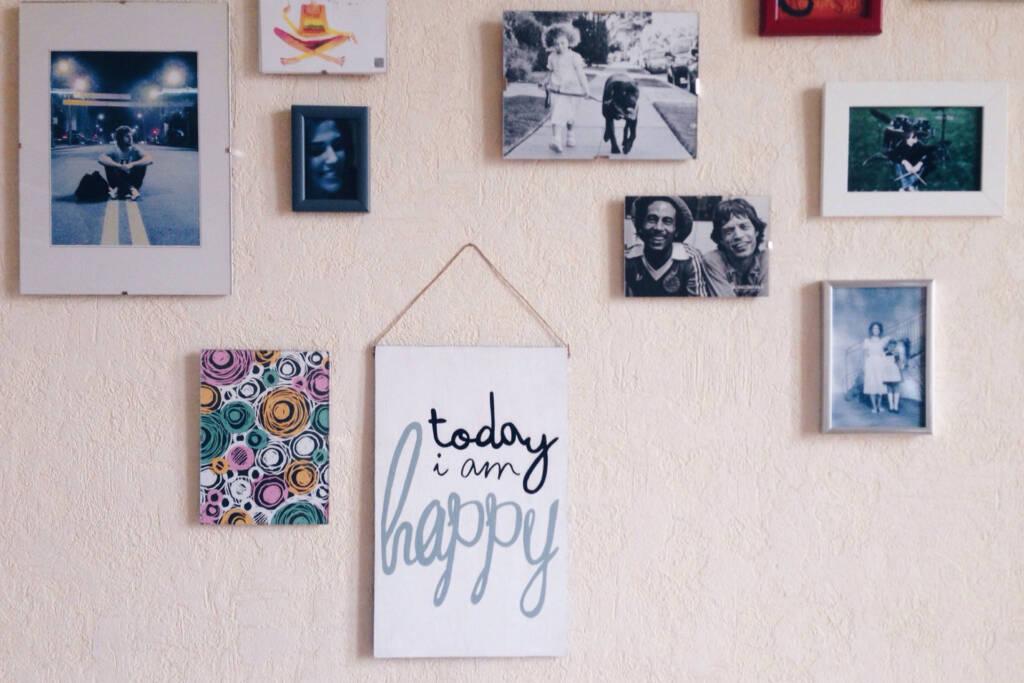hang artworks on the wall