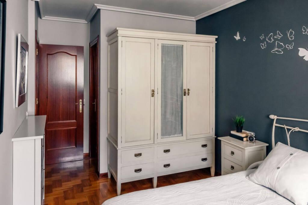 wardrobe dresser